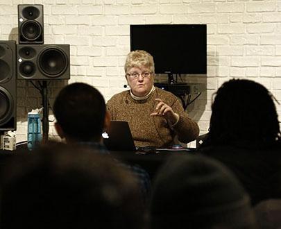 Леслі-Енн Джонс - про справжній високоякісний звук   Sennheiser f9586a62bcb50