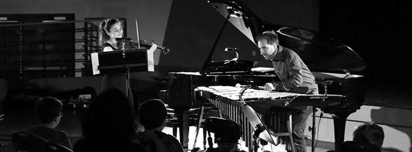 Александра Сумм - талантливый музыкант и большая мечтательница. Ей хочется изменить наш мир, и сделать его хоть немножечко, но лучше. С помощью своей скрипки и своей музыки.