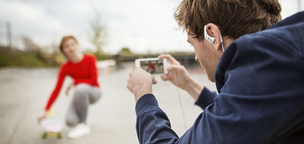 Проводная гарнитура AMBEO SMART HEADSET позволяет записывать полноформатный 3D-звук просто на iPhone, iPad или iPod.