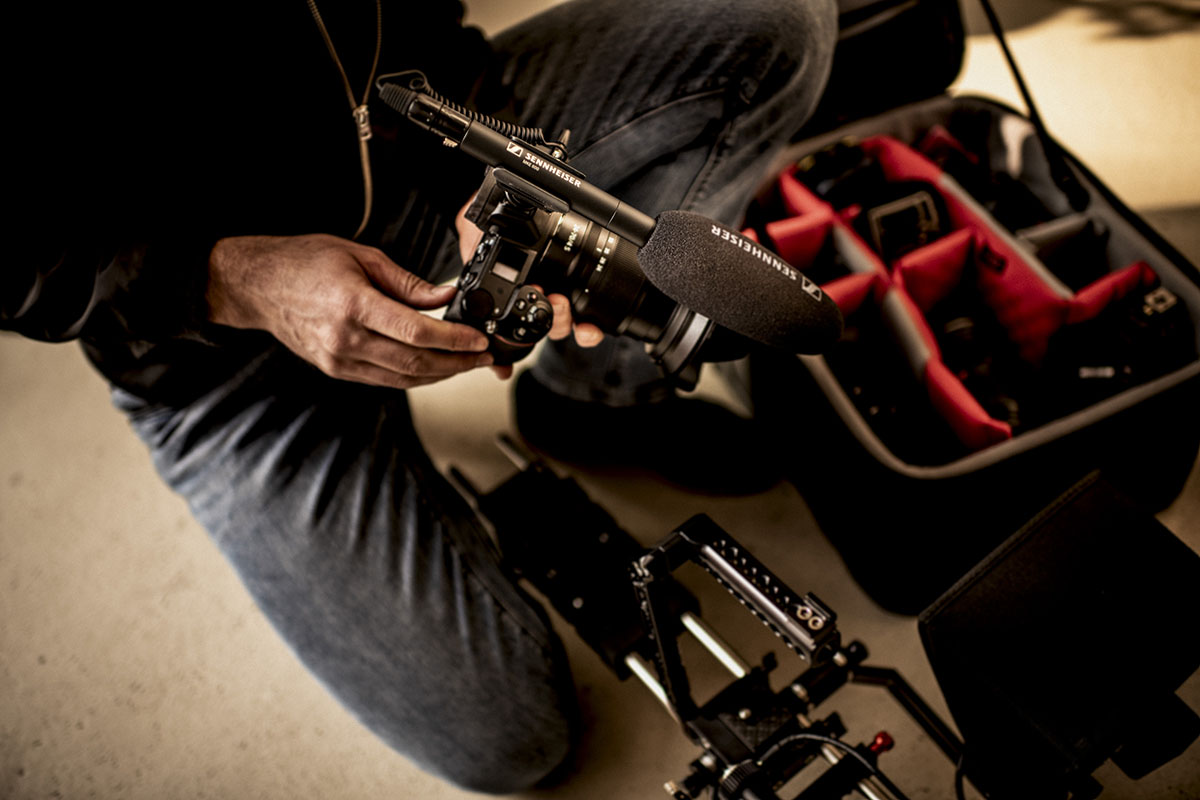 Компактный накамерный микрофон-пушка MKE 600