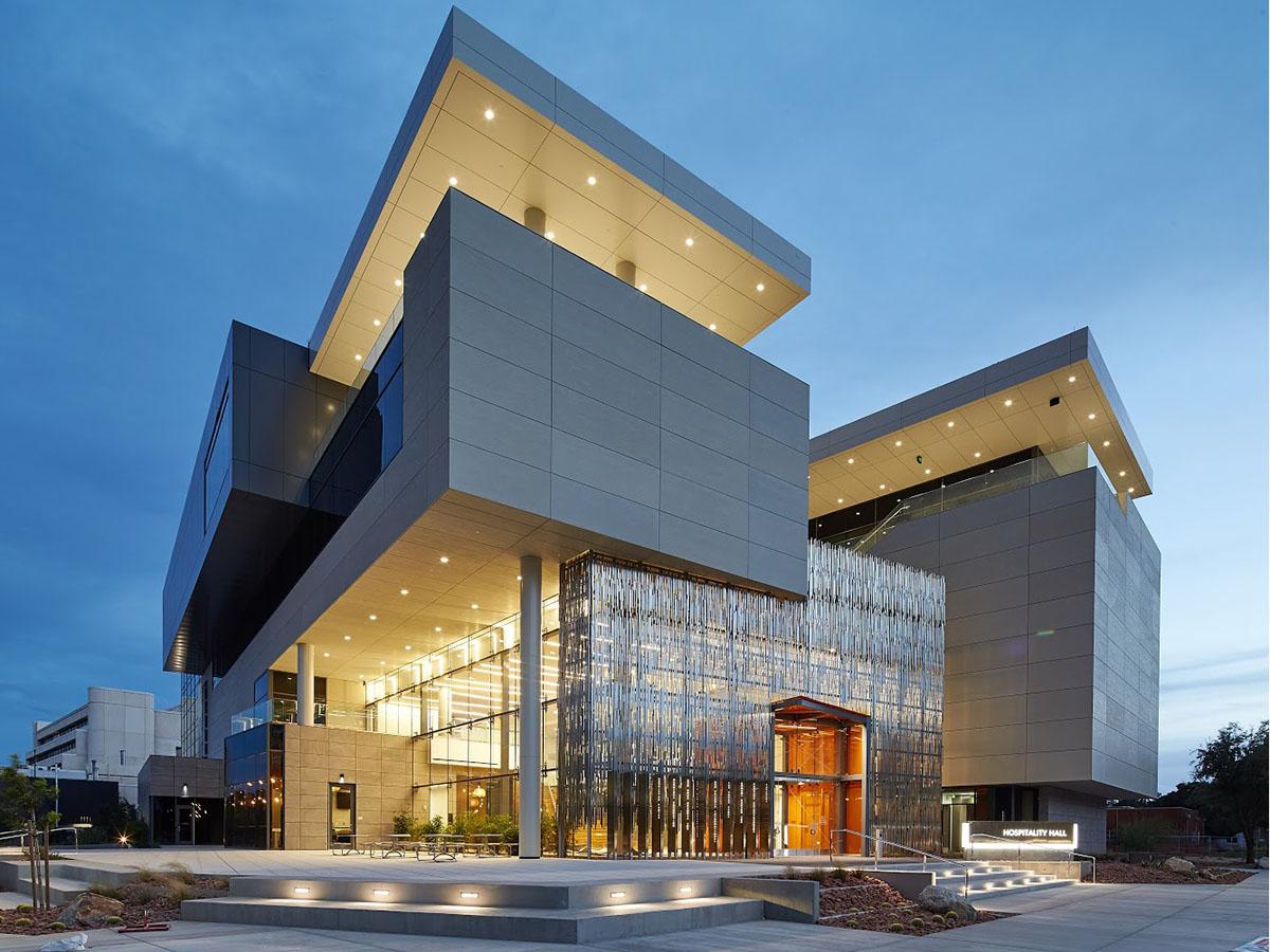 Новый корпус колледжа гостиничного сервиса имени Уильяма Ф. Харры Невадского университета в Лас-Вегасе (фото предоставлено UNLV).