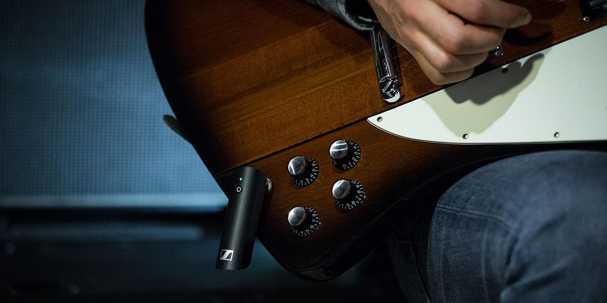 Sennheiser представляет беспроводную микрофонную систему XSW-D Pedalboard Set для гитаристов и бас-гитаристов